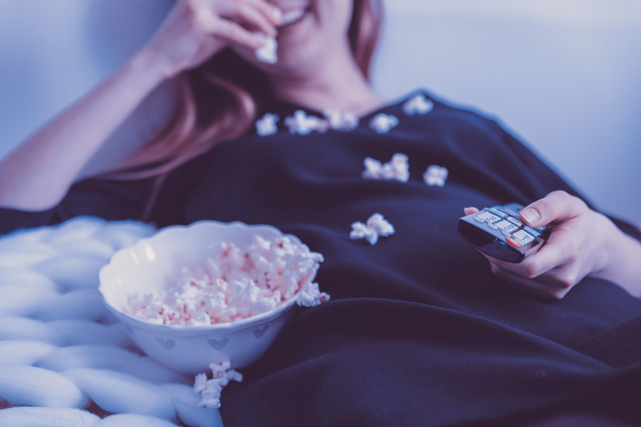 Pozor na to, kde spíte. Spánok pri televízii môže prispieť k obezite