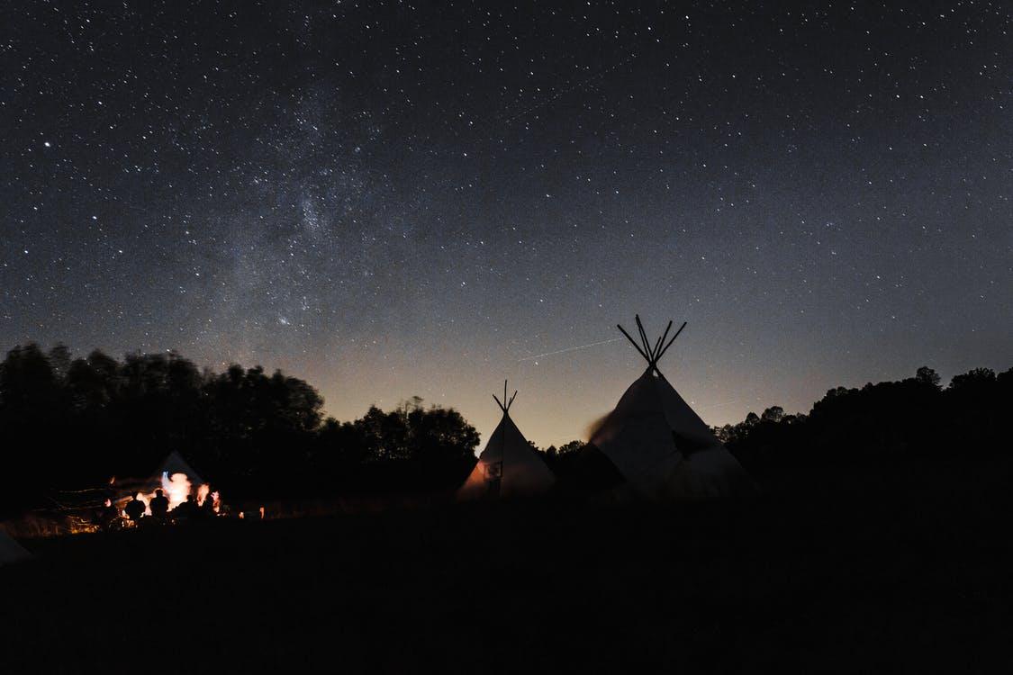Lákajú vás noci pod hviezdnou oblohou? Matrace pre spanie na zemi sú ako stvorené i pre doma.